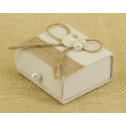 Cajita de Regalos, Detalle Concha, lazo y perlas  7*7.5 cm